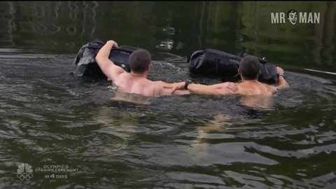 Bear Grylls, Nick Jonas in Running Wild with Bear Grylls (2014)