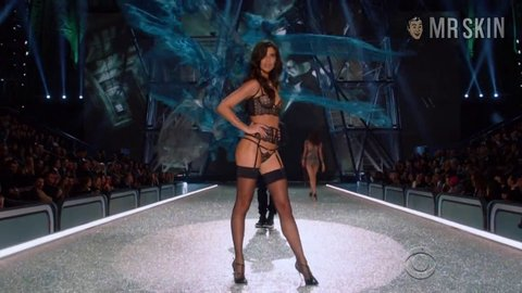 Victoriassecretfashionshowthe2016 sampaio hd 01 large 1