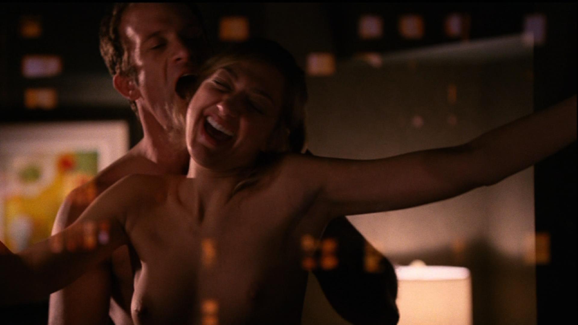 Тела полная эро сцена из околофутбола порнозвезду лионесс голые