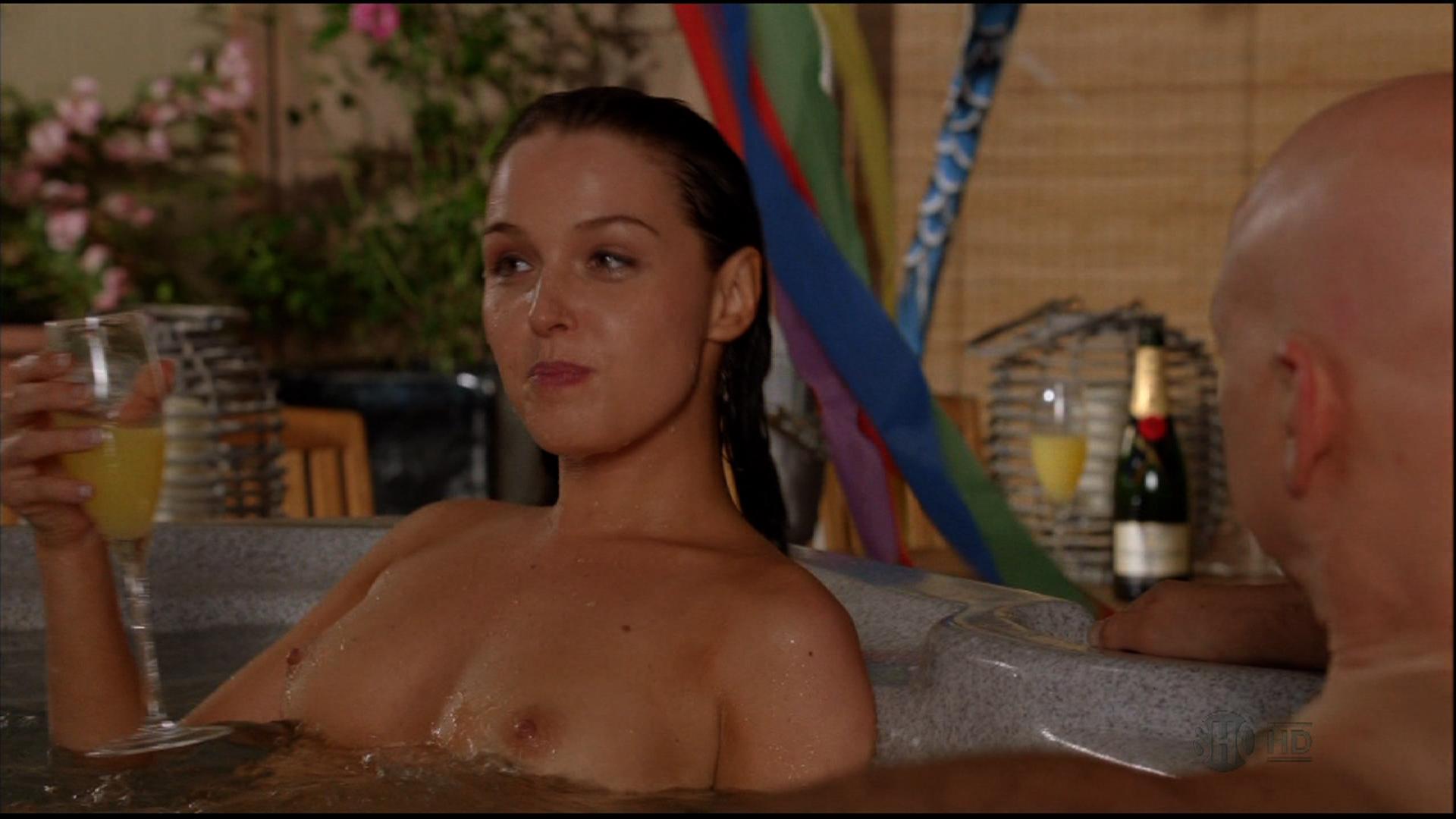 Shameless bathtub scene