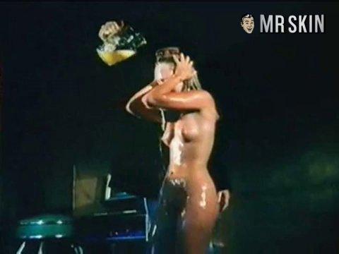 Sex Linnea Quiggley Nude Scenes