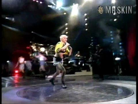 Madonnathegirlieshow madonna 04 large 3