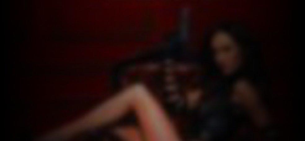 Sydney maler topless